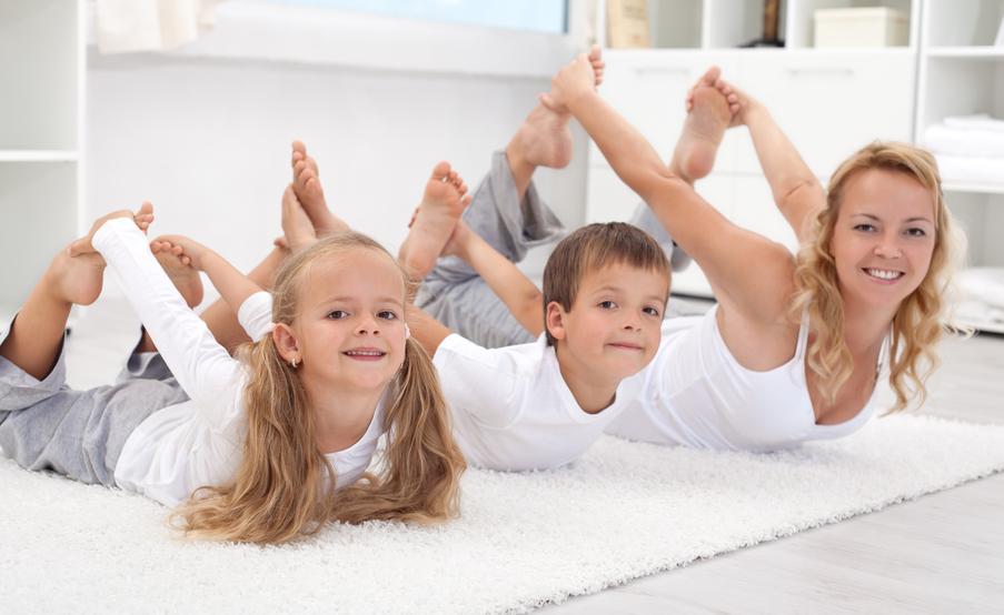 Cvičiaca maminka s deťmi