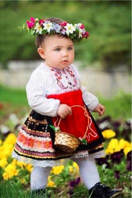 Dievčatko v kroji