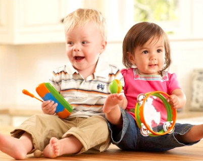 Hrajúce sa deti v miniškôločke